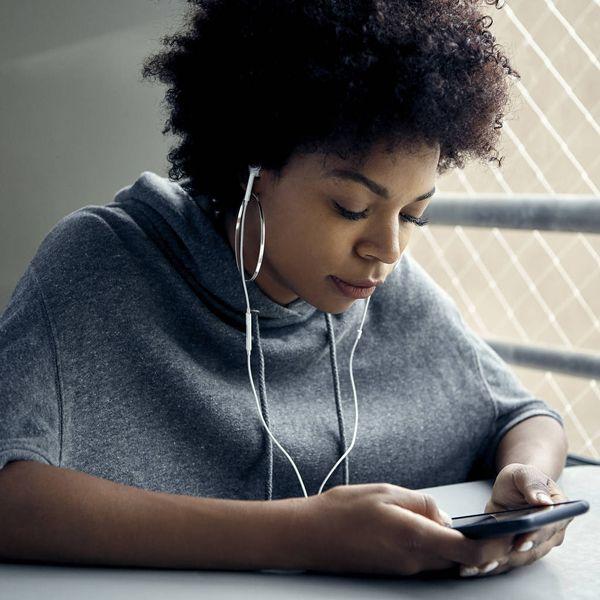 Social media: decreases wellbeing