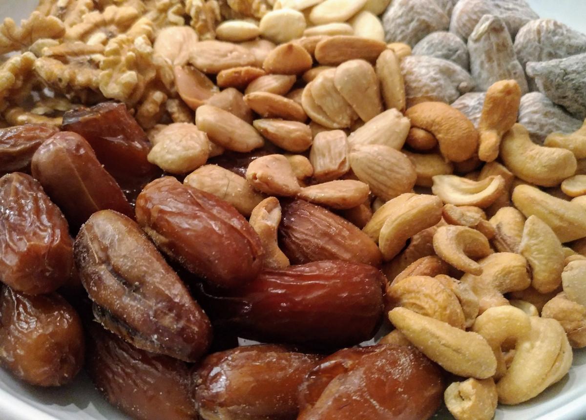 Cuore sano: frutta secca e meno sedentarietà