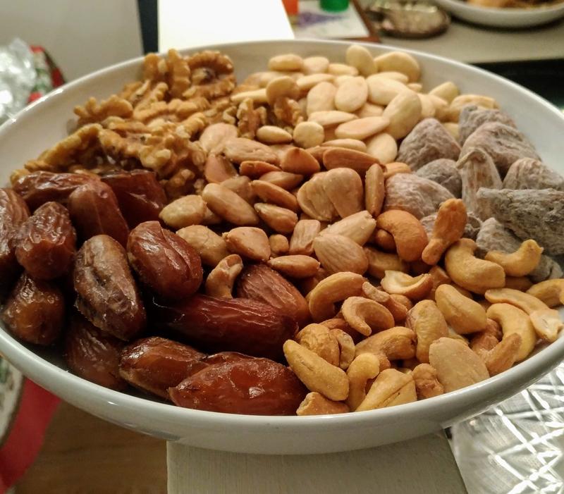 Frutta secca: noci classiche, nocciole, mandorle, anacardi, noci di macadamia, noci pecan, pistacchi e noci brasiliane